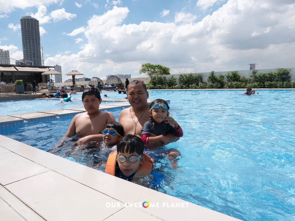 SEDA Vertis North: Guide to the Best Staycation in Quezon City?!